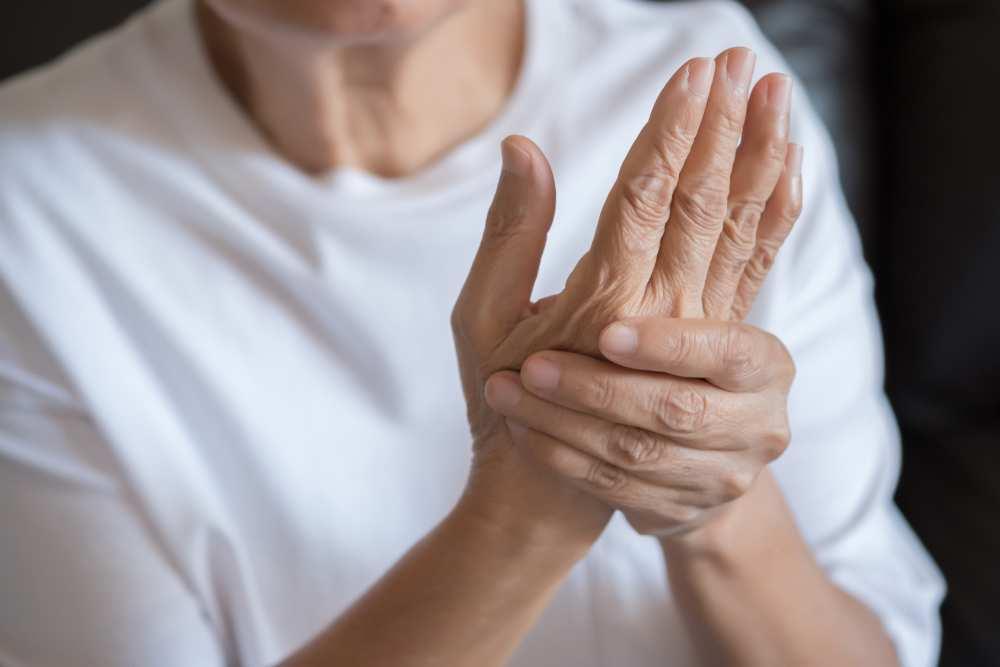 afectarea articulară radiculară distală