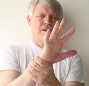 faceți clic pe articulațiile degetelor cu durere