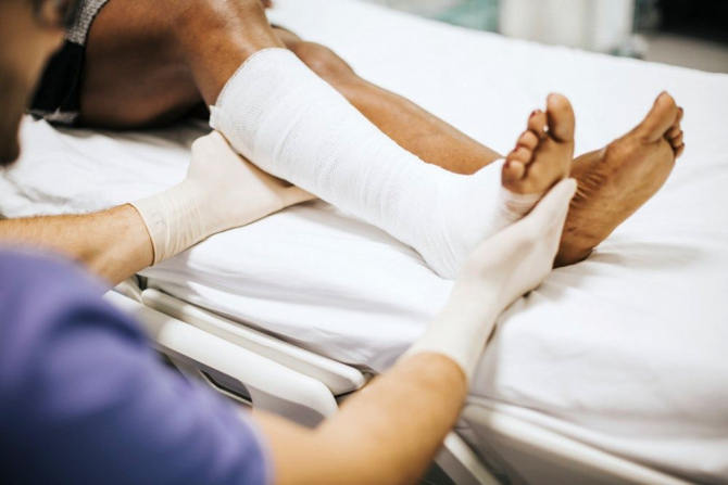 dureri de gleznă decât de tratat unguent pentru dureri articulare menovazină