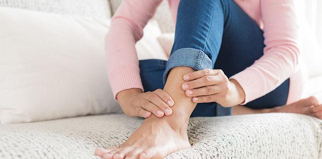 ce este umflarea periculoasă a gleznei dureri articulare la cot cu presă de banc
